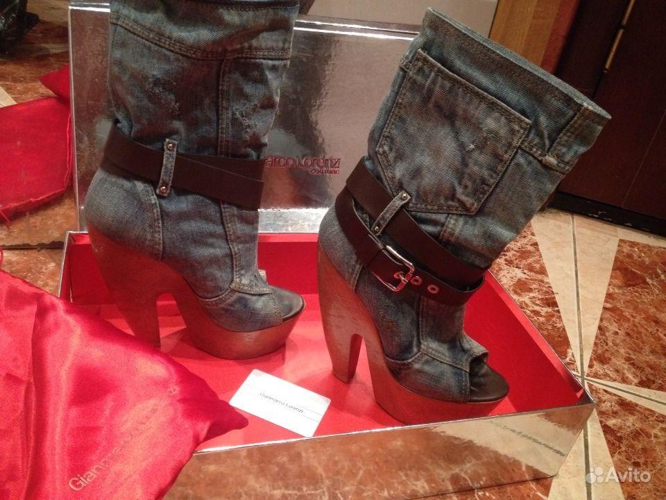 Окровавленные высокие саронитовые ботинки